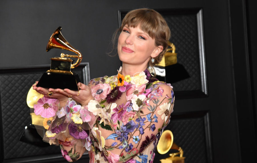 LOS+ANGELES%2C+CALIFORNIA+-+MARCH+14%3A+Taylor+Swift%2C+winner+of+Album+of+the+Year+for+%27Folklore%27%2C+poses+in+the+media+room+during+the+63rd+Annual+GRAMMY+Awards+at+Los+Angeles+Convention+Center+on+March+14%2C+2021+in+Los+Angeles%2C+California.+%28Photo+by+Kevin+Mazur%2FGetty+Images+for+The+Recording+Academy+%29